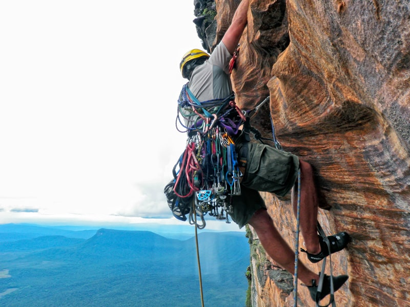 saintkittsynevis-rockclimbing-min